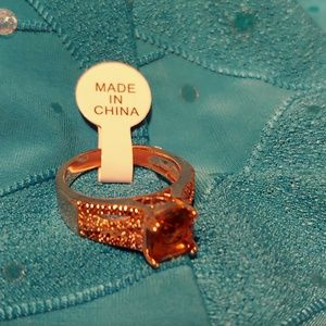 Pretty costume ring with a golden Stone